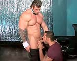 Zeb Atlas se folla a un cliente tras un striptease
